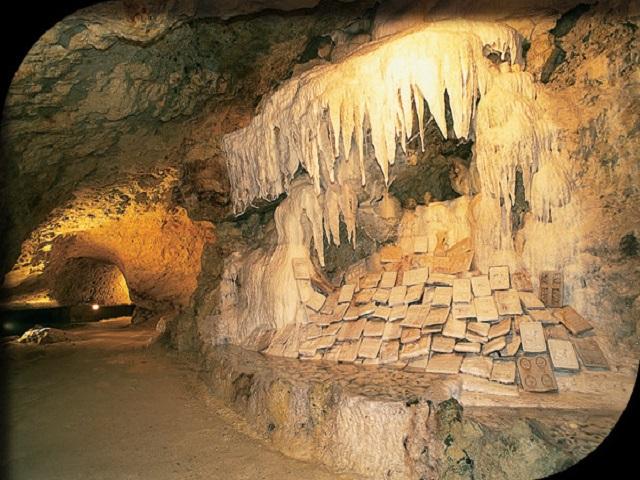 grottes petrifiantes de savonnieres